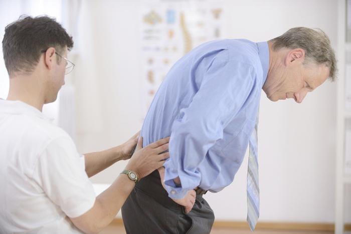 почечная колика и ее симптомы у мужчин, первая помощь